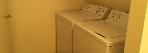 Picture of included washer and dryer.